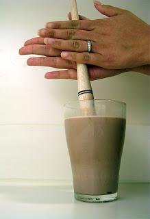 ¿Por qué se llama molinillo el removedor de chocolate?