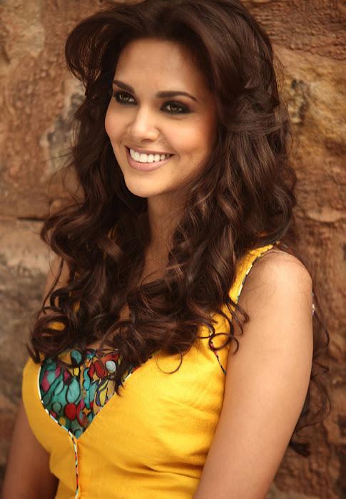 jannat 2 esha gupta spixy in saree hot photoshoot