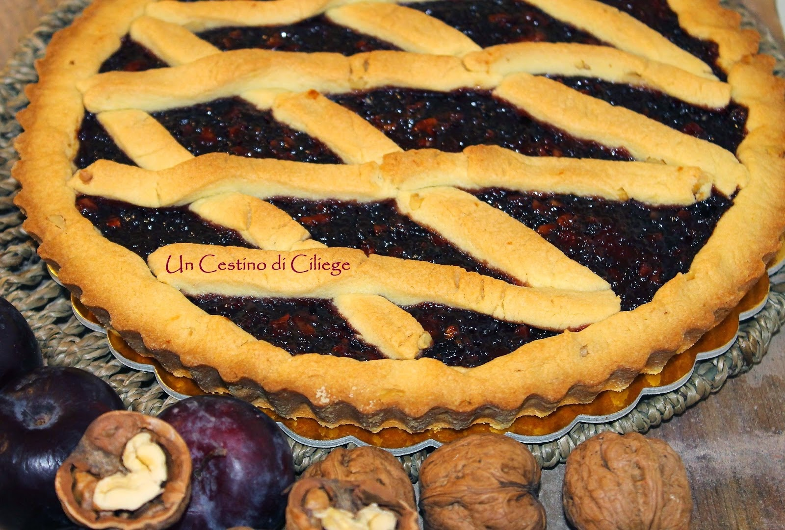 http://uncestinodiciliege.blogspot.it/2014/11/crostata-di-noci-con-confettura-di.html