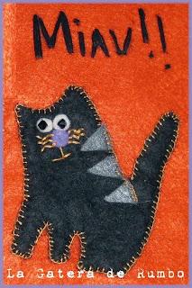 Detalle decorativo gato de fieltro