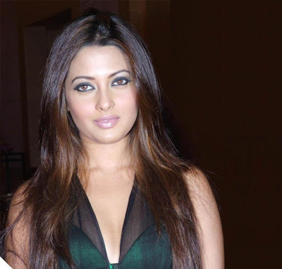 Riya Sen Long Straight Hairstyle
