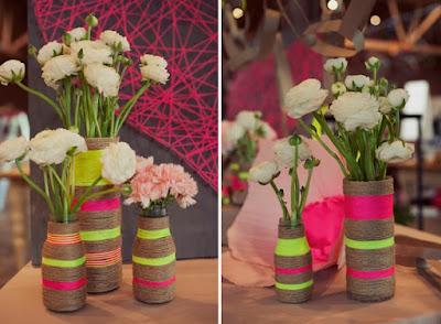 Botellas y cuerdas para hacer jarrones decorativos
