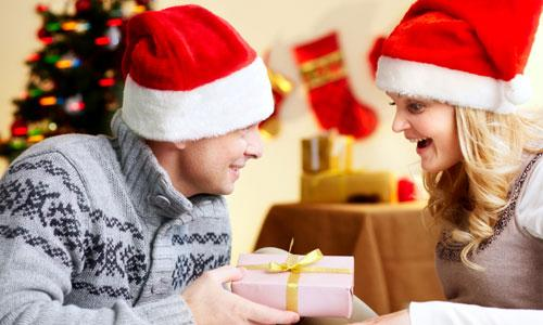 5 Christmas Gift Ideas for Wife,man gave woman gift present birthday santa