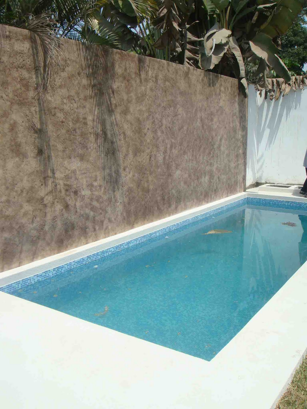 Pin abanico madera estampado cuadros on pinterest for Borde piscina hormigon