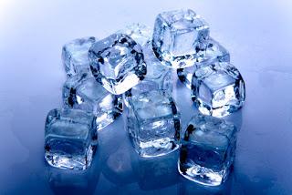 niebieskie kostki lodu