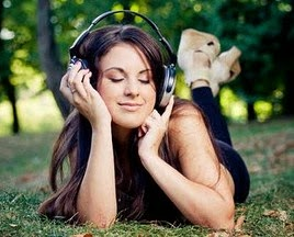 Cewek Cantik Lagi Mendengarkan Musik Asik - www.NetterKu.com : Menulis di Internet untuk saling berbagi Ilmu Pengetahuan!