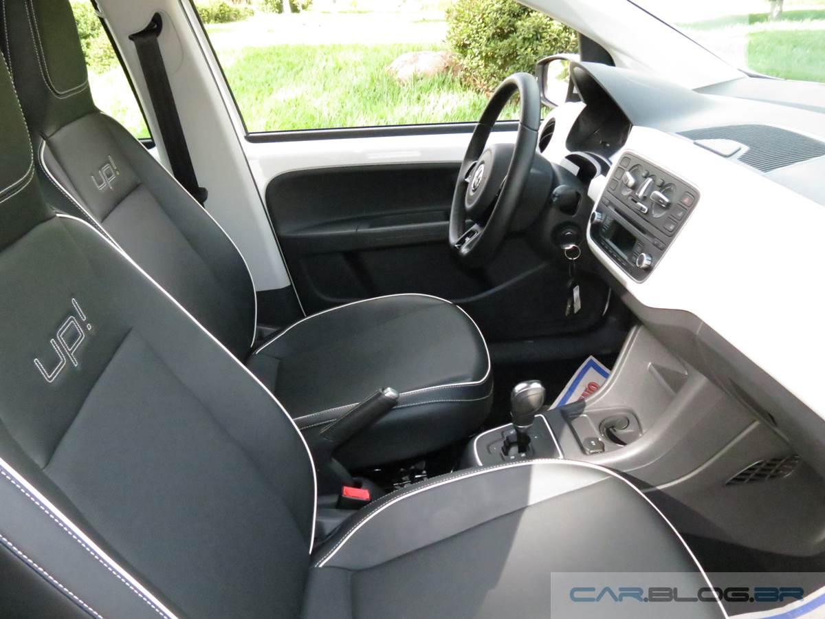 Volkswagen up! I-Motion x Fiat Uno Dualogic - espaço dianteiro
