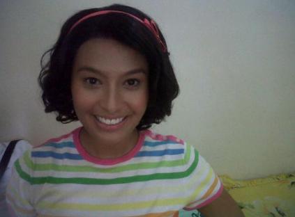 Nabila Huda bawa watak Julia berambut pendek ( zaman remaja le kot)