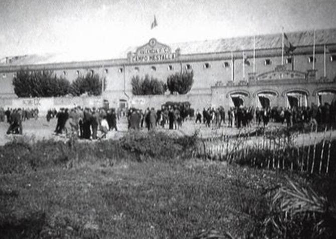 Valencia en blanco y negro el campo de mestalla - Campo de futbol del valencia ...