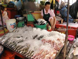 Рыба в Phsar Thmei - центральный рынок в Пномпене, Камбоджа Есть и быть www.EatAndBe.ru