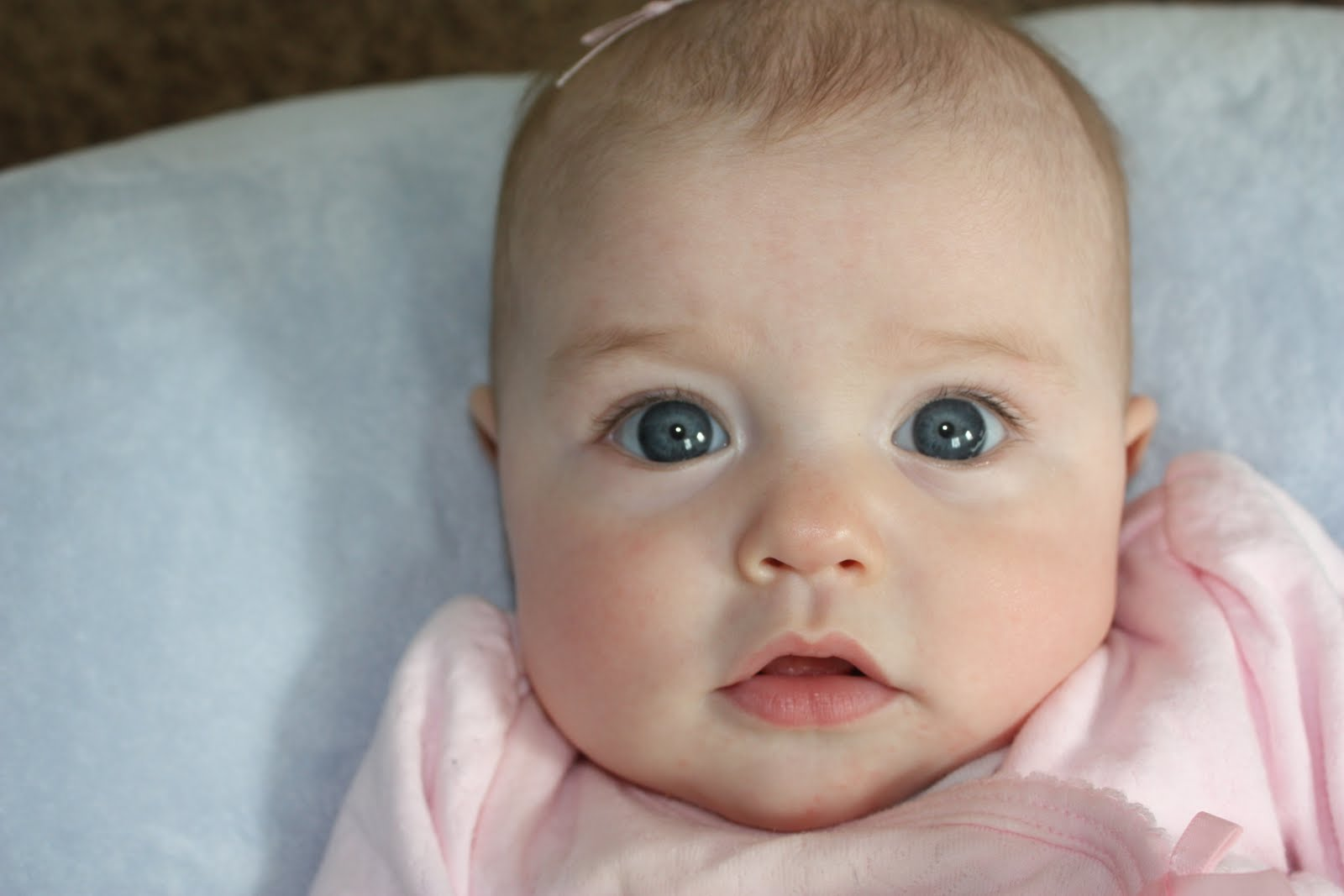 Mixed baby girl with blue eyes foto artis candydoll