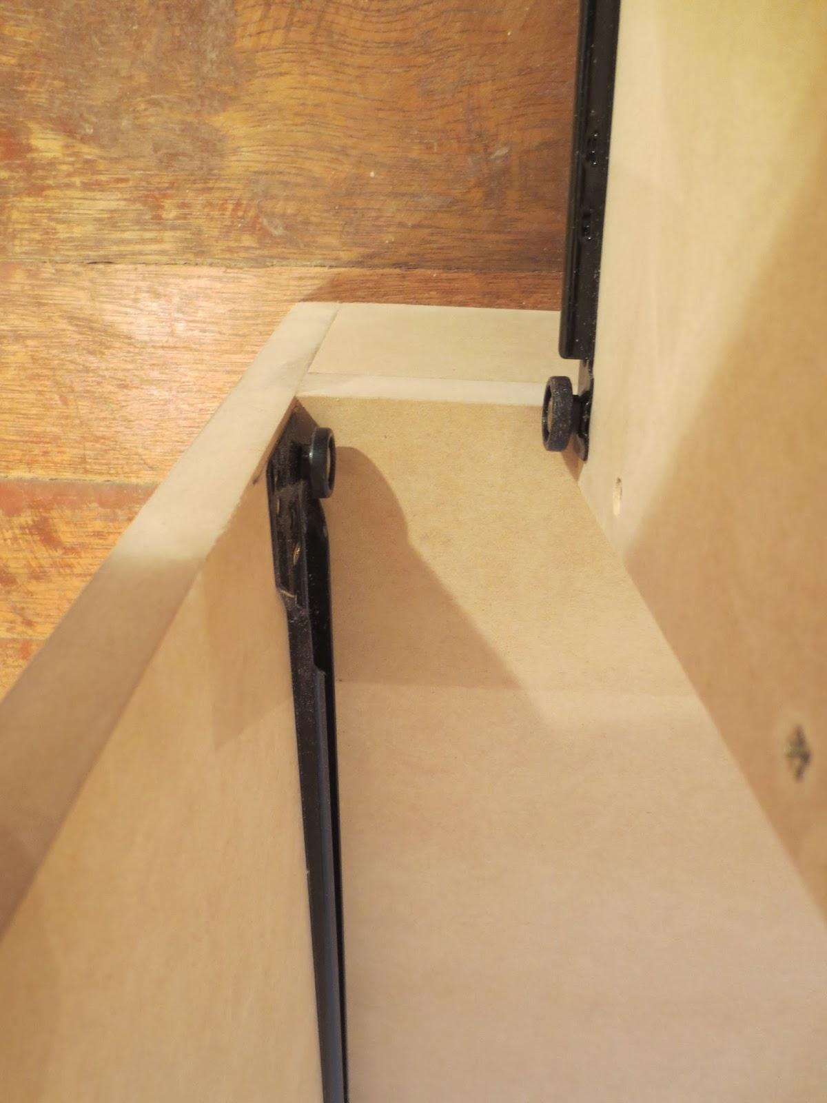 Decoraciones manualidades en madera como hacer un comoda - Como arreglar puertas de madera rayadas ...