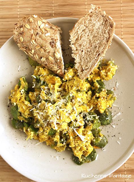 jajacznica, bób, czosnek, masło, śniadanie