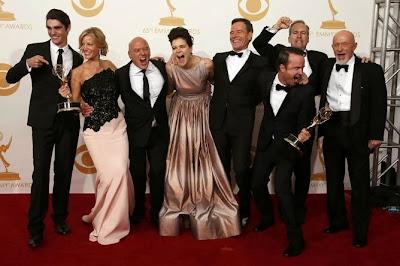 Actores de Breaking Bad celebrando Emmy Mejor Serie Dramática 2013