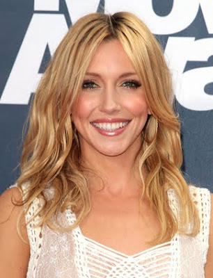 Katie Cassidy Wavy Hairstyle Photo