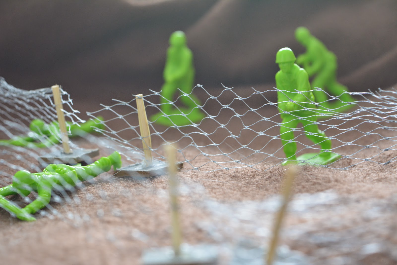 Mini barbed wire
