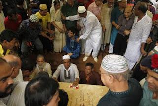 নুহাশপল্লীর লিচুবাগানে চিরনিদ্রায় হুমায়ূন আহমেদ