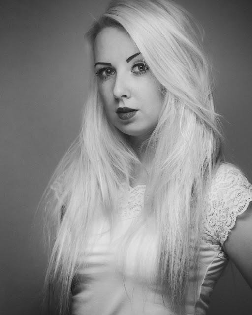 Czarno-biała fotografia portretowa. fot. Łukasz Cyrus