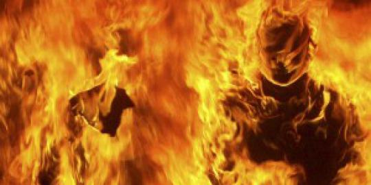 Ida dibakar mantan suami karena sering teleponan dengan pria