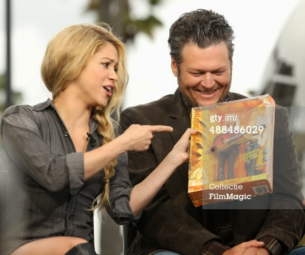 488486029-shakira-and-blake-shelton-atte