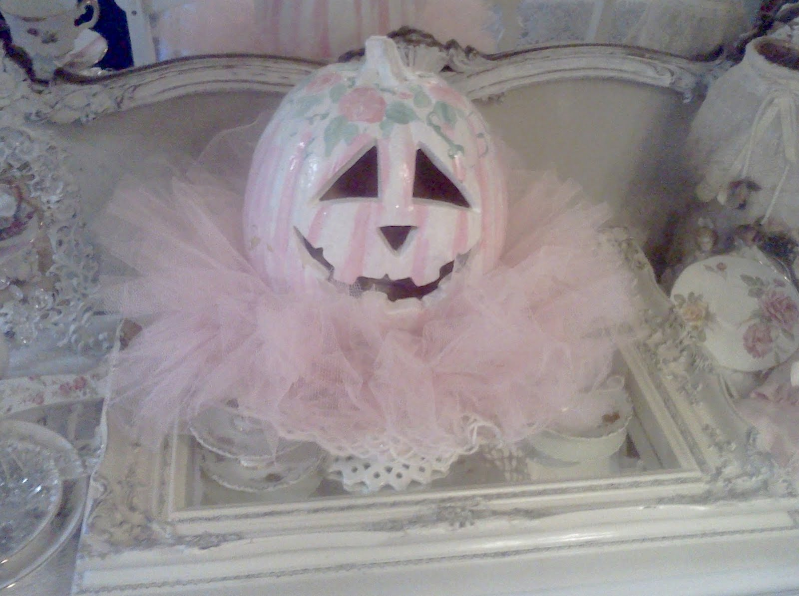 olivia 39 s romantic home shabby chic halloween pink pumpkin. Black Bedroom Furniture Sets. Home Design Ideas