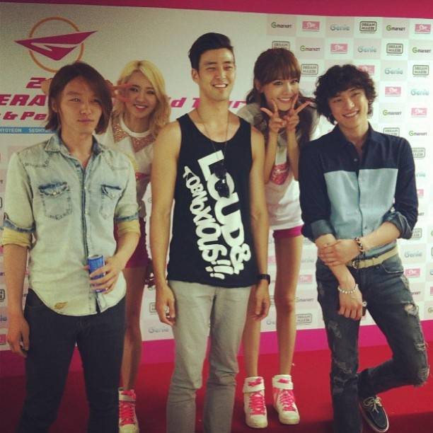 [Picture] 130608 Hyoyeon and Sooyoung with Royal Pirates - 2013 Girls' Generation World Tour Backstage