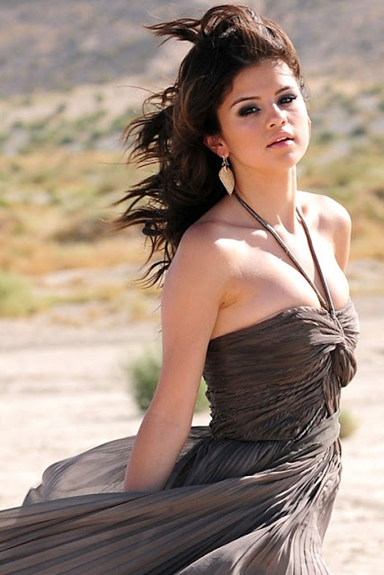 SELENA+GOMEZ+HOT+STILLS+(11)