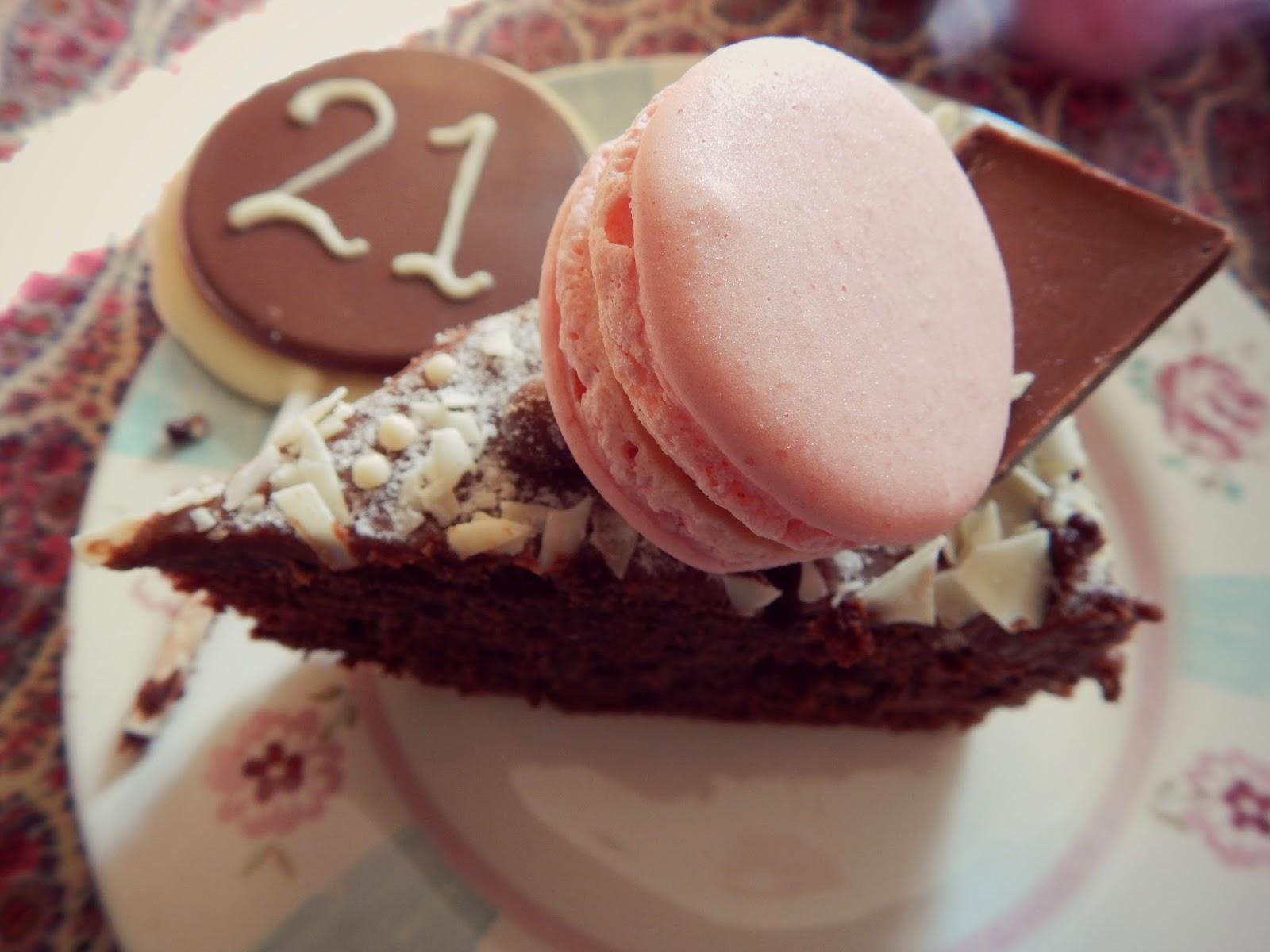 Twenty One Cake Macaron