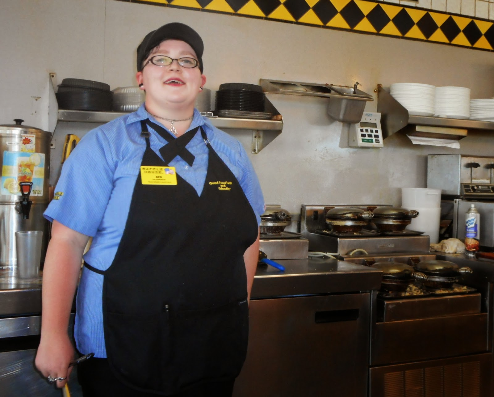 waffle house customer makes own meal after finding employees