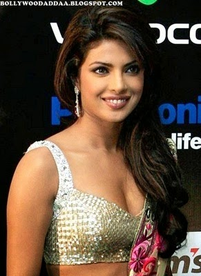 Priyanka Chopra in saree hot pics hude deep cleavage exposed