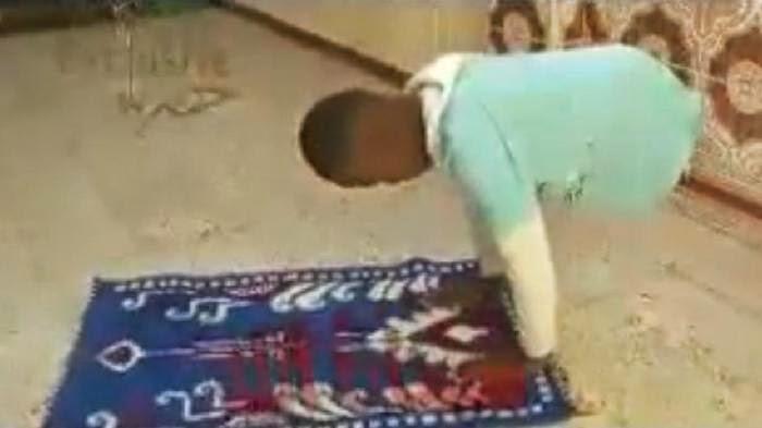 SUBHANALLAH VIDEO Walaupun Tak Miliki Kaki Anak Laki laki Ini Tetap Rajin Solat