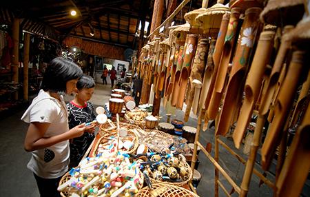 Tempat Wisata Budaya Saung Angklung Udjo Bandung