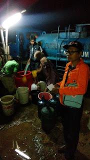 Tengah Malam BNPB Droping Air Bersih Bagi Warga Desa Jeruksari