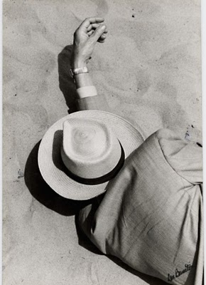 http://3.bp.blogspot.com/-2IqBzfsQefo/UAZHkRvrTpI/AAAAAAAA7Uo/oDo6W3gVPBg/s1600/Man+in+Suit,+Panama+Hat,+Sleeping+on+Beach,+1957.jpeg