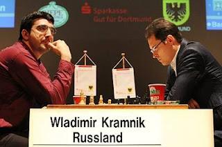 Echecs à Dortmund - ronde 7 : Vladimir Kramnik (2801) 1/2 Peter Leko (2720) en 136 coups ! Photo © Georgios Souleidis