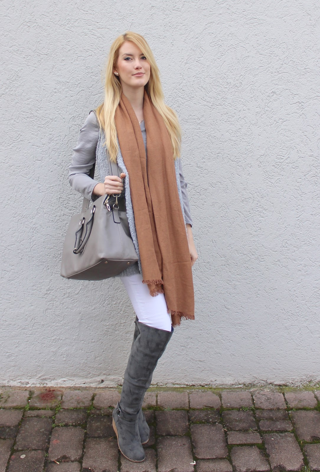 TheBlondeLion Outfit Beige Grau Neutral Shades Overknees http://theblondelion.blogspot.com/2015/02/how-to-style-10-neutral-shades.html