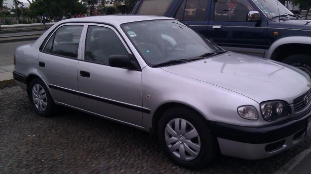 Autos usados vendo toyota corolla 2000 lima per for Precio de puertas levadizas en lima peru
