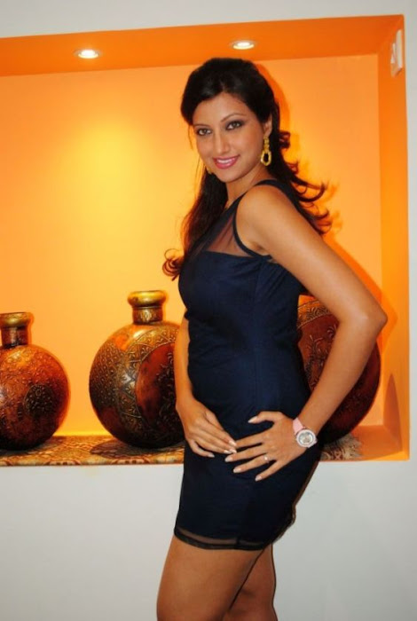 hamsa nandini spicy in blue skirt at food festival