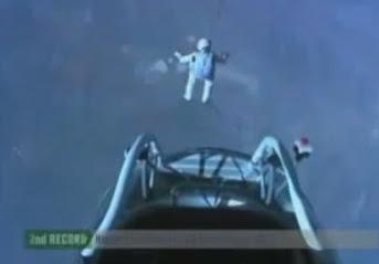 se lanza desde el espacio en caida libre