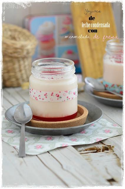 Yogures de leche condensada con mermelada de fresa
