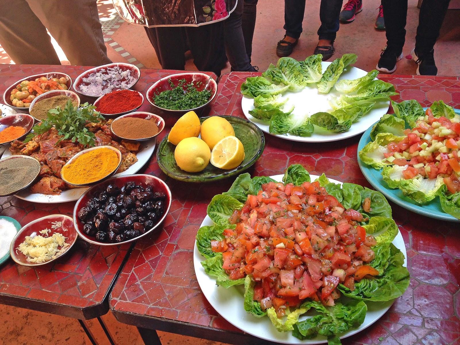 Du får rikelig med påfyll av bpde mat og kunnskap på et matkurs i Marrakesh