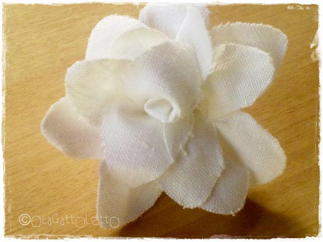 fiori tessuto con spilla