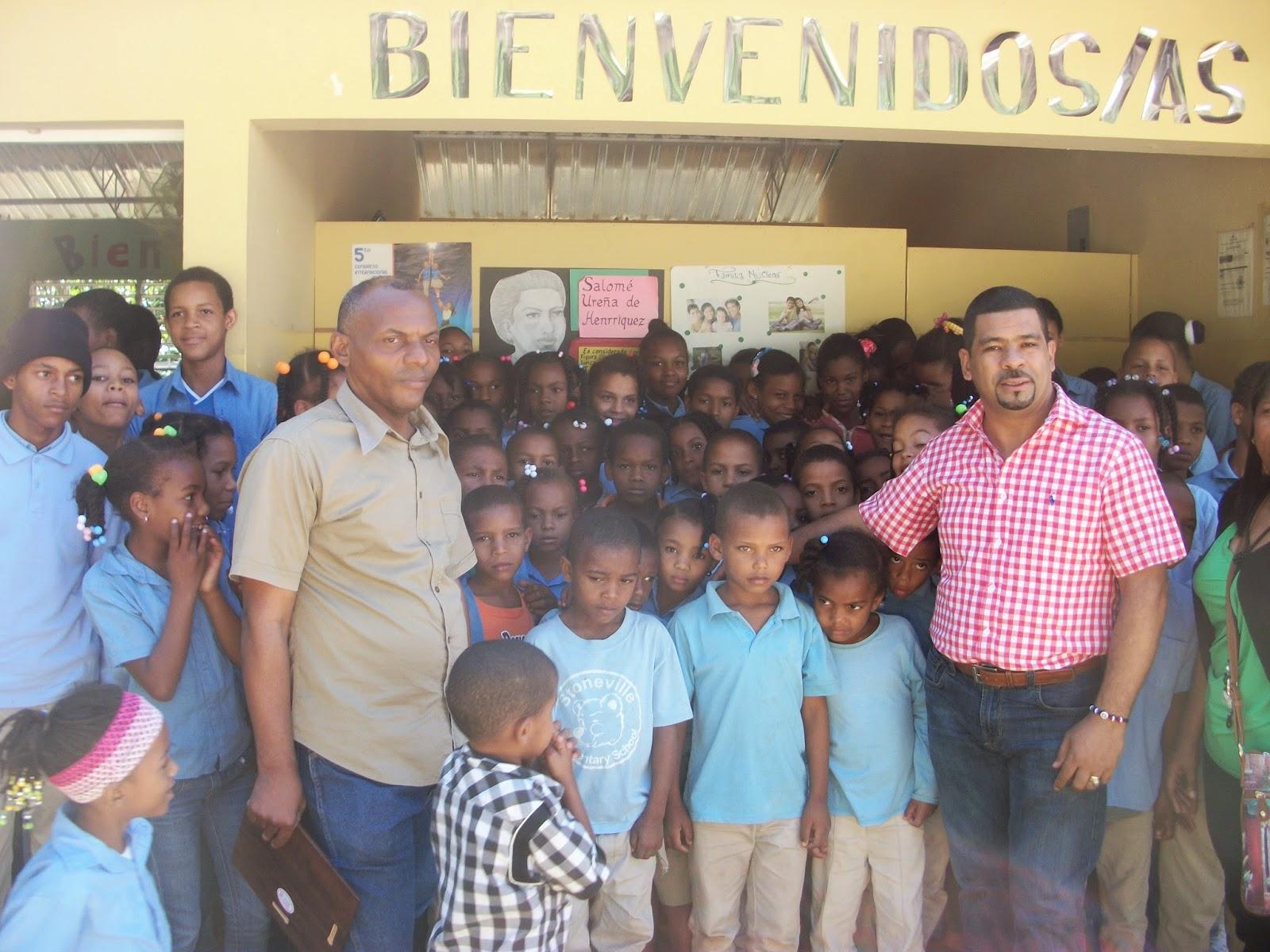 Aspirante a diputado Alexis Sánchez recibe reconocimiento de la Escuela de Las Coles,