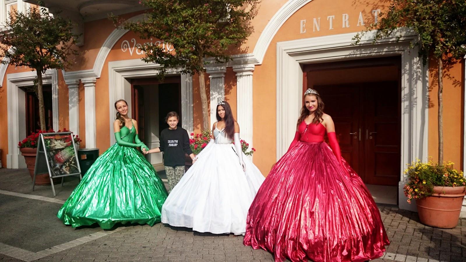 księżniczki w europa park,śnieżka,disney księżniczka,strój księżniczki,jak wygląda suknia księżniczki
