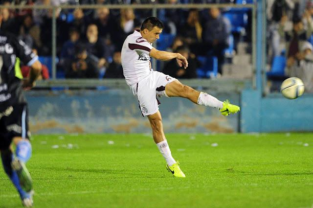 Goal dari tendangan Volley jarak jauh oleh Velazquez