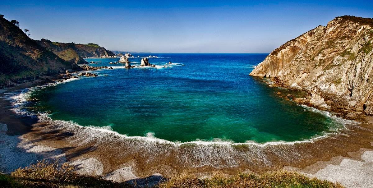 Apartamentos rurales la torre playa del silencio for Casas rurales en asturias con piscina y cerca dela playa