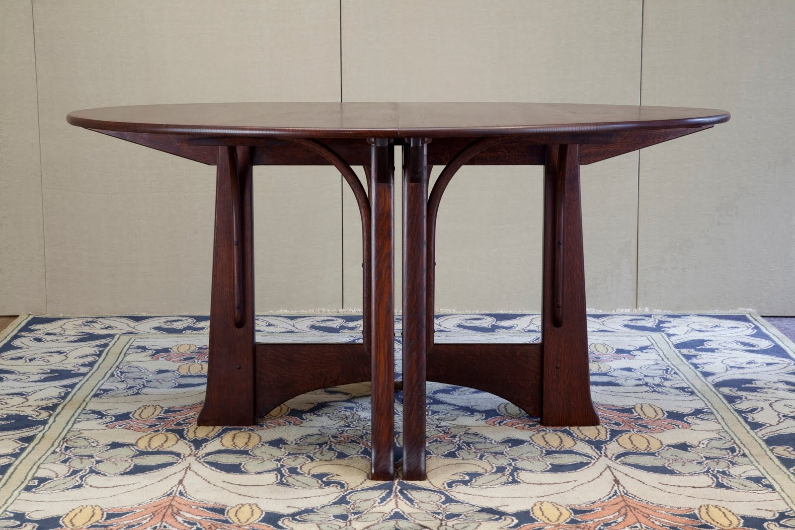 Cold river furniture catlin expandable dining table for Elegant expandable dining room tables