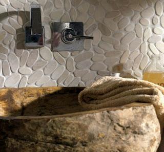 Revestimientos para el ba o ideas para decorar dise ar for Revestimiento de piedra para banos