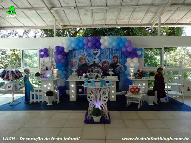 Decoração provençal luxo com o tema Frozen para decoração de festa de aniversário infantil de meninas - Barra da Tijuca RJ