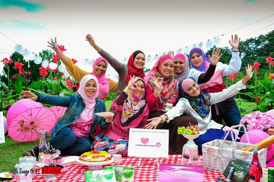 Azniza Arshad, AuthentiCircle, Premium Beautiful by Azniza Arshad, Usahawan Online, Outdoor Photoshoot, Photoshoot, Kuala Lumpur, Putrajaya, Kajang, Bangi